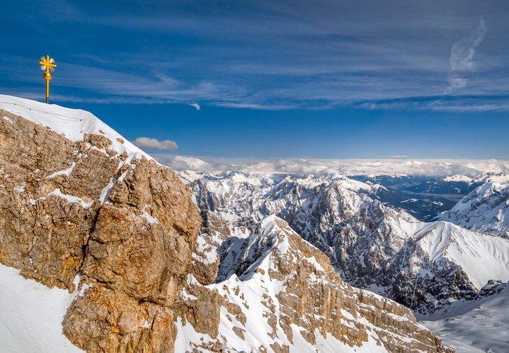 Cruz dorada en el Zugspitze