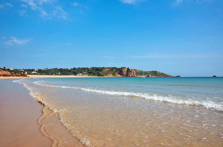 St. Brélade ?? s Bay Beach en la isla de Jersey