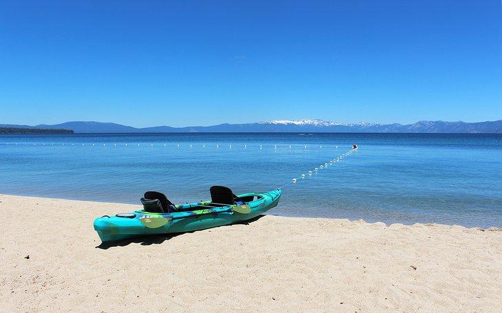 Kayak en la playa en DH Bliss State Park