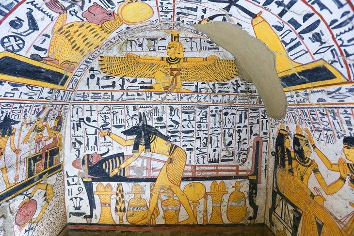 Pinturas murales dentro de las tumbas de Deir el-Medina