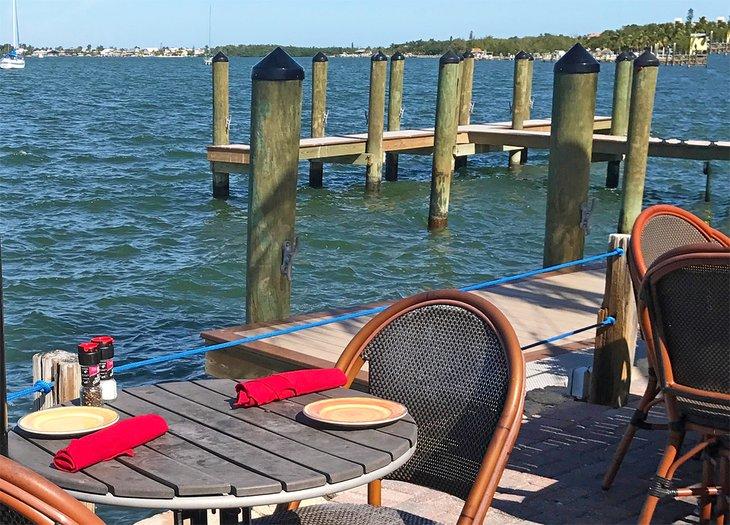 Restaurantes junto al mar en Key Largo