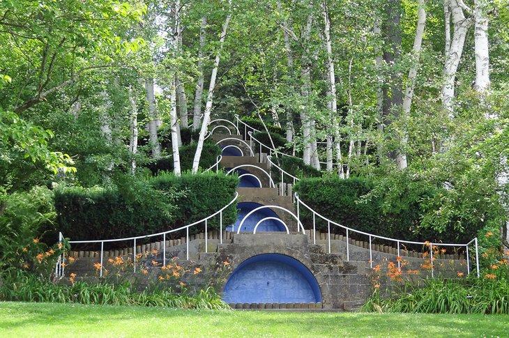 Los pasos azules en Naumkeag