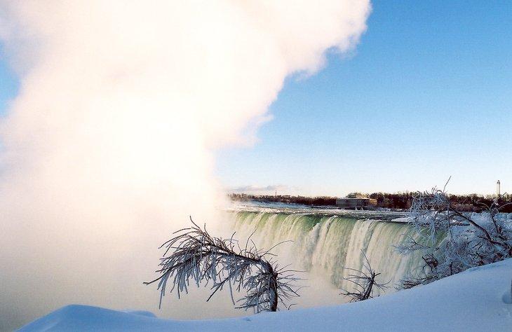 Cataratas del Niágara en invierno en un día frío