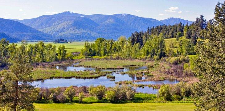 Impresionantes paisajes a lo largo del bucle internacional Selkirk cerca de Bonners Ferry, Idaho