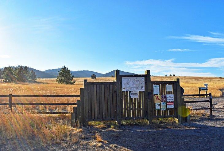 Inicio del sendero principal en el Área Recreativa Nacional Blue Mountain