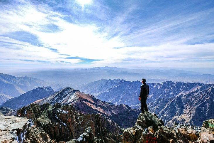 Vistas desde la cumbre de Jebel Toubkal