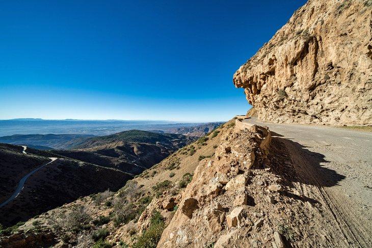Paisaje de montaña a lo largo del paso Tizi n 'Test