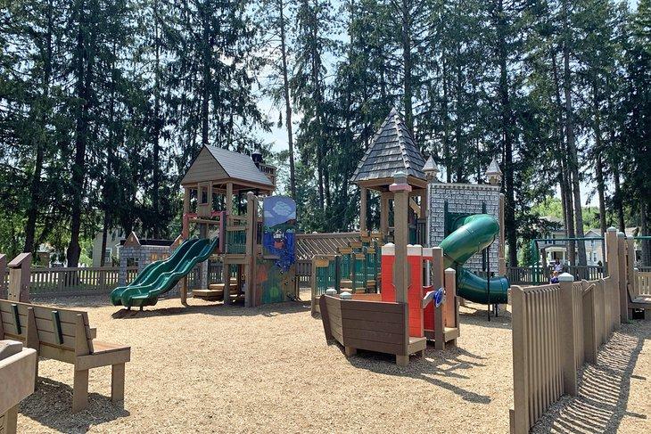El patio de recreo en Forsyth Park